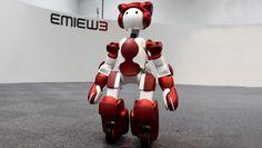 Emiew 3, le robot d'Hitachi au service des touristes