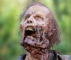 Dans The Walking Dead, on tombe souvent amoureux de Rick parce qu'il a une grosse barbe, Glenn parce qu'il est charmant et gentil, ou de Daryl parce qu'il est badass et a une arbalèt