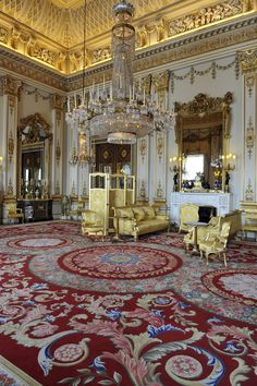 Every year we get a glimpse into the royal Christmas when the queen delivers her annual message at Buckingham Palace — but how is the rest of her famous Royal Christmas, What Is Christmas, Buckingham Palace London, House Of Windsor, Windsor Castle, Royal Residence, Royal Palace, Drawing Room, Beautiful Interiors