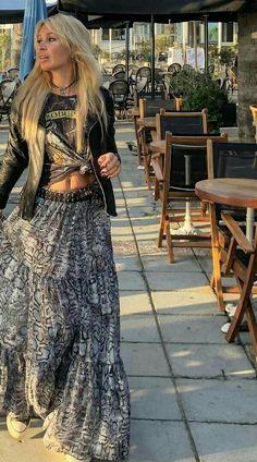 love boho style bohemian boho chic womens fashion gypsy style hippie style handmade jewelry DIY bohemian style home decor boho decor art boho fashion boho jewelry earthy style Mori Girl hippy Estilo Indie, Estilo Hippy, Boho Outfits, Fashion Outfits, Cute Hippie Outfits, Rock Chic Outfits, Fashion Hacks, Skirt Outfits, Skirt Fashion