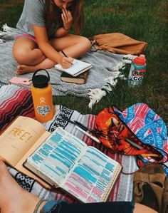 Pin by cassia hull on travel summer aesthetic, summer goals, summer vibes. Photos Bff, Friend Pictures, Bibel Journal, Granola Girl, Summer Goals, Summer Aesthetic, College Aesthetic, Camping Aesthetic, Best Friend Goals