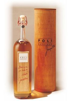 Poli Barrique - Grappa elevata 13 anni in barrique, millesimata. Cigars And Whiskey, Whisky, Whiskey Bottle, Wine Packaging, Packaging Design, Pipe, My Bar, Business Branding, Advertising Design