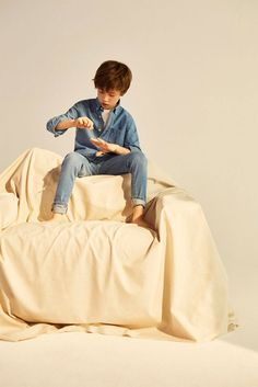 """Massimo Dutti Boys Campaign """"Tropical Breeze"""" Spring 2017 – kids on the runway"""