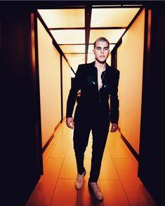 Jordan Shoes Girls, Girls Shoes, My King, Beautiful Men, Eye Candy, Look, Capri Pants, Celebs, Instagram