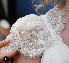 wedding gown cool cap sleeves all in lace and beads Couture Details, Fashion Details, Fashion Design, Couture Embroidery, Beaded Embroidery, Beaded Lace, Sleeve Designs, Blouse Designs, Bridal Gowns