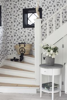 Wallpaper the stairway, not owls though Entry Stairs, Entry Hallway, House Stairs, Cottage Shabby Chic, Sweet Home, Attic Spaces, Under Stairs, Staircase Design, Stairways