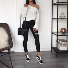 Fav coated pants ✔️ Ce pantalon huilé est parfait! New in: Pantalon huilé ref H273N-1 | Pull ref 5530 | Sac ref 11808-1P | www.outfitbook.fr