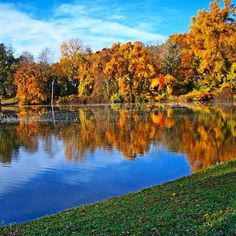 So this happened at Hershey #campground, and we're still not over it. | #getoutandcamp  #getoutstayout #viewsfordays #falldays #autumnleaves #fallweather #colorful #lakeside #reflection #goodmorning #thousandtrails #camptt
