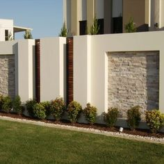5 Awesome Useful Tips: School Fence Design modern fence aluminium.Vinyl Fence Panels natural fence p Gate Wall Design, Exterior Wall Design, Stone Wall Design, Bungalow Haus Design, House Design, Sliding Fence Gate, Front Fence, Boundry Wall, Tor Design