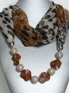 Foluard-Gioiello 15 Euro!!!!! Scarf Necklace, Fabric Necklace, Scarf Jewelry, Fabric Jewelry, Beaded Jewelry, Beaded Necklace, Big Jewelry, Ideas Joyería, Fashion Accessories