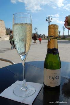 Cava country - sant sadurni d'anoia Catalan Food, Barcelona, New Life, White Wine, Alcoholic Drinks, Spain, Hotels, Sevilla Spain, Barcelona Spain