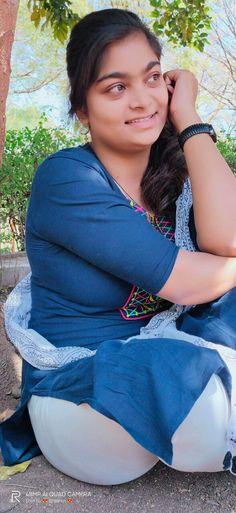 Beautiful Girl Dance, Desi Girl Image, Teen Girl Poses, Beautiful Women Over 40, Indian Girls Images, Beautiful Bollywood Actress, Girls In Leggings, Girl Dancing, Beauty Full Girl