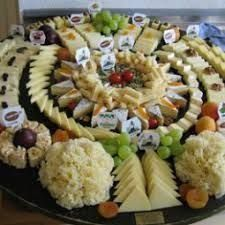 Arrange the cheese plate - Anrichten Peppermint Cookies, Party Buffet, Snacks Für Party, Cheese Platters, Christmas Cooking, Food Crafts, Sweet And Salty, Finger Foods, Food Art