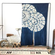 Japanese Noren, Indigo dyed | hochiminhvintage shop Shibori Fabric, Shibori Tie Dye, Textile Dyeing, Textile Art, Fabric Dyeing Techniques, Home Design Diy, Tie Dye Crafts, Indigo Dye, Vintage Crafts