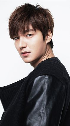 We had a deluge of pictures of Heirs' Kim Woo Bin, and it is now Lee Min Ho's turn :) Wink but don't blink! Jung So Min, City Hunter, Lee Min Ho Profile, Asian Actors, Korean Actors, Korean Dramas, Lee Min Ho Kdrama, Lee Min Ho Photos, Kim Woo Bin