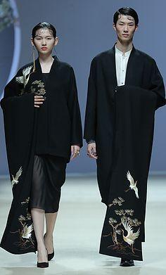 中国花纹@边星采集到服装素材(130图)_花瓣