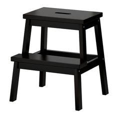 IKEA - BEKVÄM, Tritthocker, Massivholz ist ein strapazierfähiges Naturmaterial.Grifföffnung in der obersten Stufe - so lässt sich der Tritthocker einfach transportieren.