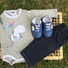 Bom diaaaa!! Que lookinho mais fofo gente ...   Piramos com esse conjunto Dino com calça jeans, super confortável para nossos Babys.  ⚫ Conjunto Venha conferir em: www.purezababy.com.br/body-dino-com-calca-jeans-bb2-  ⚫ Tênis Venha conferir em: www.purezababy.com.br/tenis-babyi-marinho  #purezababy #instakids #conjuntomenino #conjuntobaby