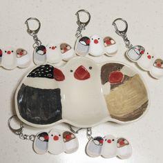 Miniature plate key chain    7/28〜8/3@小倉コレットで開催の #ことりのとりこ に参加します。今日、荷物を発送しました。ぺものも送っています。    ミニチュアに憧れて、文鳥団子3連小鉢キーホルダーも制作。    私には1/3スケールがやっとでした。1/12のドールサイズをつくる方は超人すぎる😅    九州界隈の鳥好きさんは、小倉に集合ですよ!  http://www.colet.co.jp/events/44324/    #ブンチョウ  #javasparrow  #bird  #鳥  #陶芸  #pottery  #ceramic  #pottori  #ぽっとり  #mywork  #keychain  #キーホルダー  #ミニチュア  #miniature