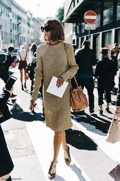 Gorgeous gold-tinted sweater dress with metallic heels - street style Look Fashion, Fashion Outfits, Womens Fashion, Fashion Wear, Dress Fashion, Trendy Fashion, Casual Outfits, Looks Style, My Style