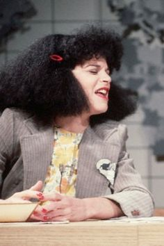 gilda radner as Roseanne Roseannadanna SNL . I laughed soo hard every week when she did this skit. Gilda Radner, Snl, Saturday Night Live, Classic Tv, Famous Women, Celebs, Celebrities, Funny People, Comedians