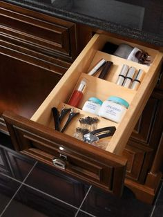Wonder where you placed that lip gloss? Everything, even small items, are easy to find in this handy vanity drawer storage from Kraftmaid.