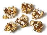 Caramel Apple Popcorn Clusters: You can't go wrong with caramel and apple chips. Add popcorn and you've got a modern twist on the classic popcorn ball. Delicious Desserts, Yummy Food, Dessert Recipes, Fun Food, Dessert Ideas, Yummy Yummy, Dinner Recipes, Granola Clusters, Dried Apples