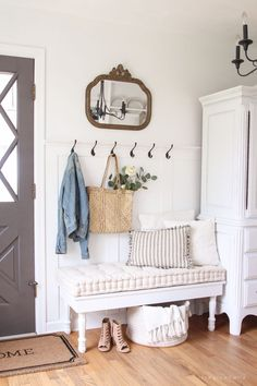 A beautifully bright entryway with a cozy cottage feel decor cozy cottage Cozy Cottage Entryway - Love Grows Wild Cottage Entryway, Cottage Living Rooms, Beach Cottage Decor, Cottage Homes, Living Room Decor, Cottage Bedrooms, Cottage Style Decor, White Bench Entryway, Small Cottage Interiors