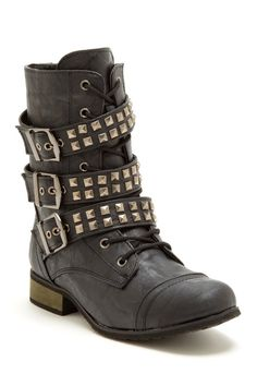 Studded Buckle Boots / carrini $24