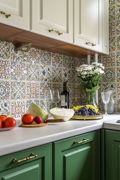 80 White Kitchen Cabinet Makeover Design Ideas March Leave a Comment One of the most popular trends in kitchen design is white cabinets. White Kitchen Cabinets, Kitchen Backsplash, Diy Kitchen, Kitchen Decor, Kitchen White, Dark Cabinets, Backsplash Ideas, Backsplash Design, Country Kitchen