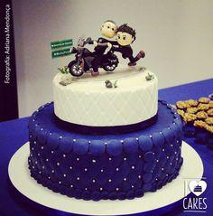 Bolo sobre rodas! #cakedesign #rodadeasas #biscuit #cake #motorcycle #postre #gourmet #boloazul #capitone