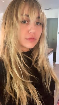 Miley Cyrus Cheveux, Cabelo Miley Cyrus, Hannah Montana, Ariana Grande Images, Blonde Bangs, Blonde Hair, Shakira, Britney Spears, Hairstyles With Bangs