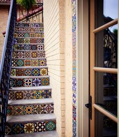English heritage home with hand-painted tiles to compliment! Reminds me of all those '70's tiles in my kitchen!