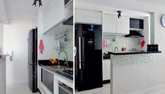 Foi a geladeira preta que ditou o visual que a área de 5 m², que conta também com pastilhas transparente e perolizadas. Os moradores contrataram um azulejista para assentar o revestimento e uma marcenaria para confeccionar os armários.