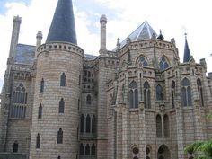 Episcopal Palace by Gaudi, Astorga, Spain viajarporquesim.blogs.sapo.pt