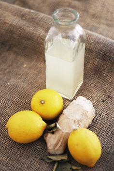 Recept med ingefära och citron! Ta en shot (4-6cl) om dagen av detta så kommer din förkylning vara tvungen att hitta andra personer att plåga. Jag har i lite extra chili då jag gillar den stark.