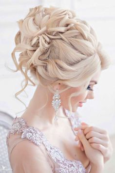 24 Creative & Unique Wedding Hairstyles  From creative hairstyles with romantic loose curls to formal wedding updos these unique wedding hairstyles would work great either for your ceremony or for your reception. See more:   #weddings #hairstyles