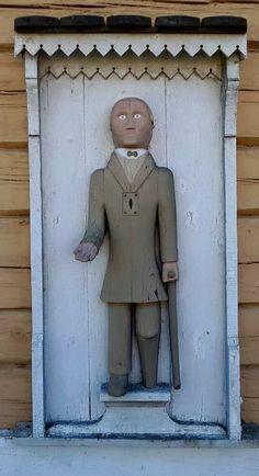 Ukko nro 97, Juupajoen kirkko 21.8.2015.  Ukko oletetaan olevan 1830-luvulta, mutta tekijästä ei ole tietoa. Ukolla on sisällään harvinainen soiva mekanismi, joka helisee annetusta rahasta.