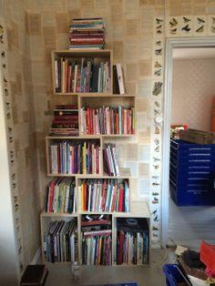laatikoista kirjahylly