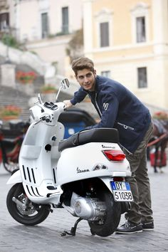 The Vespa LX and S style meets 3 valve engine technology for an unparalleled performance/fuel consumption ratio