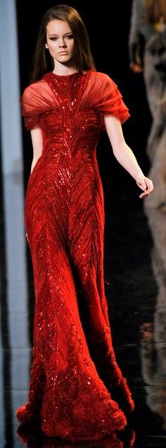 Elie Saab Fall 2010 Couture Fashion Show - Jac Red Fashion, Couture Fashion, Runway Fashion, Fashion Show, Fashion Design, Beautiful Gowns, Beautiful Outfits, Elie Saab Haute Couture, Vestidos Fashion
