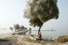¿Vivirías al lado de un bosque lleno de estos árboles? Pues los habitantes de Sind (Pakistán) parece... - Copyright © 2014 Hearst Magazines, S.L.