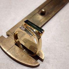Schöner Damen Ring aus Gelbgold 585/- mit ein Turmalin und einen Brillanten. #handmade #Turmalin #brillant #Gold #14kt #jewellery