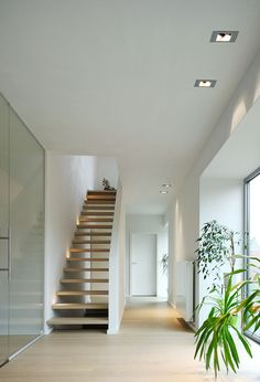Modular Slide - a recessed fitting in which the light source is deeply recessed inside the frame. Playing with different colours for the frame and the interior makes it easy to integrate Slide into any room.