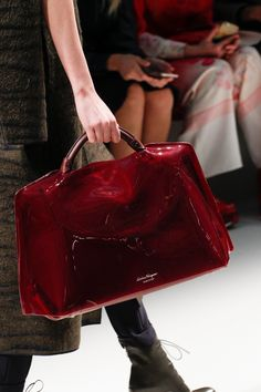 Salvatore Ferragamo Fall 2017 Ready-to-Wear Collection Photos - Vogue Gucci Handbags, Purses And Handbags, Leather Handbags, Prada Purses, Leather Bags, Salvatore Ferragamo, Fashion Bags, Fashion Accessories, Womens Fashion
