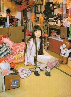 "taishou-kun: "" Yoshikawa Hinano 吉川ひなの japanese model actress at home - June 1995 """