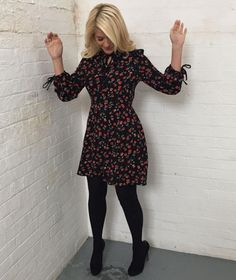 Jan 2020 - This Morning host Holly Willoughby is known for her figure-hugging pencil skirts and elegant fashion. Take a look at her best outfits from the show. Casual Work Outfits, Winter Outfits For Work, Business Casual Outfits, Work Attire, Office Outfits, Dresses In Winter, Casual Office, Office Chic, Office Attire
