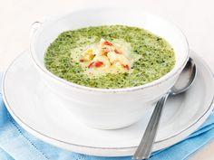 Grönkål är nyttigt, billigt och gott! Och snabblagat – på en kvart står denna soppa på bordet. Om grönkålen ger mersmak – se recept på sid 68.