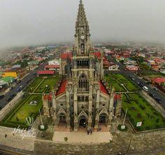 """Hermosa vista de la Parroquia San Isidro Labrador, en Coronado - Costa Rica.    Compartida por  """"Coronado Puravida"""". — vma."""