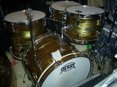 That's one of the coolest color patterns I've ever seen! Pearl Drum Kit, Pearl Drums, Vintage Drums, Snare Drum, Drum Kits, Drummers, Percussion, Musical Instruments, Color Patterns
